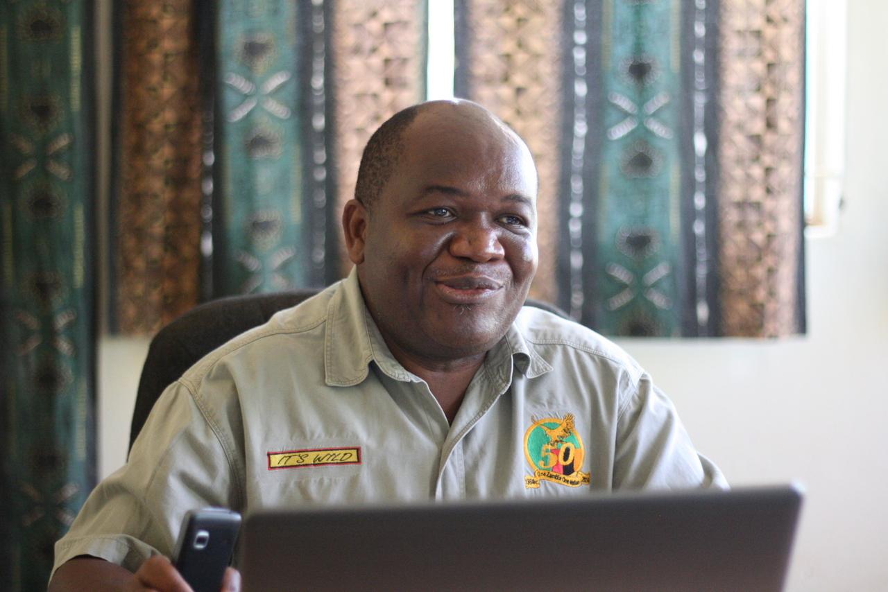 Joshua Shonga, de bedrijfsleider van de Comaco fabriek in Chipata