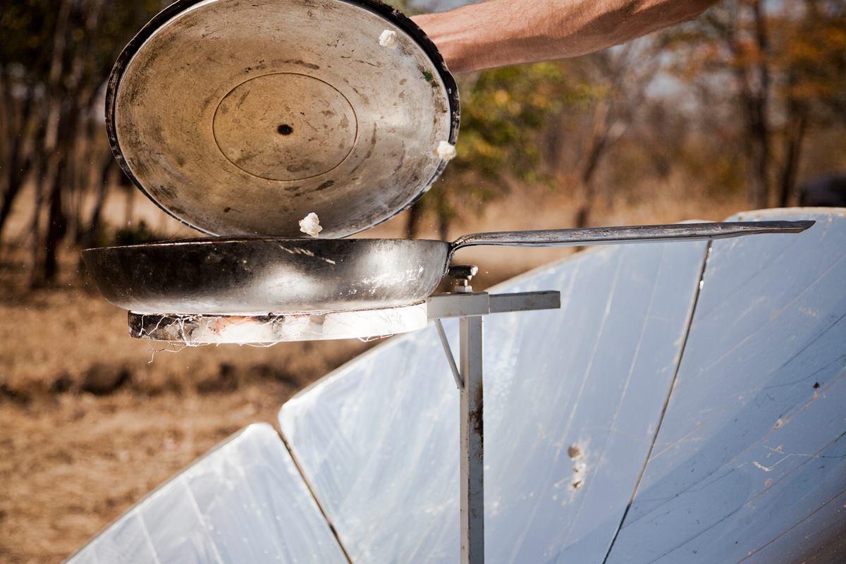 De solar cooker in actie (foto: Marike Herselman)