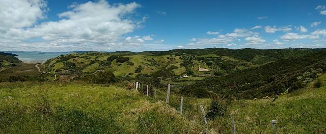 Foto bij Awaawaroa eco-village