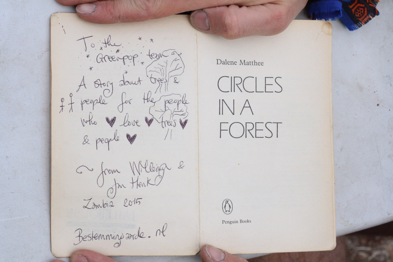 Foto bij Boek | Circles in a Forest